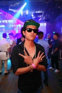 Bruno Mars Look Alike In Hollywood